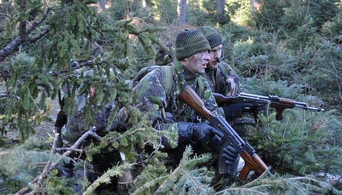 """OLIMPIADA ISTAR • Luna decembrie a debutat pentru cercetaşii Brigăzii 282 Infanterie Mecanizată """"Unirea Principatelor"""" cu o recunoaştere a nivelului de pregătire fizică şi de specialitate, prin obţinerea locurilor fruntaşe la Olimpiada ISTAR, etapa finală, desfăşurată săptămâna trecută în garnizoana Buzău."""