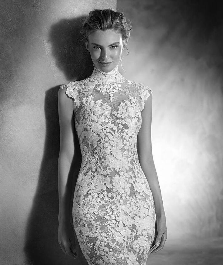 Pronovias > NIKOL - Vestido de noiva sereia com gola alta e manga curta