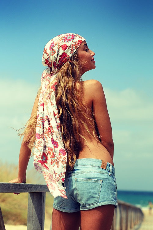 love this head scarf