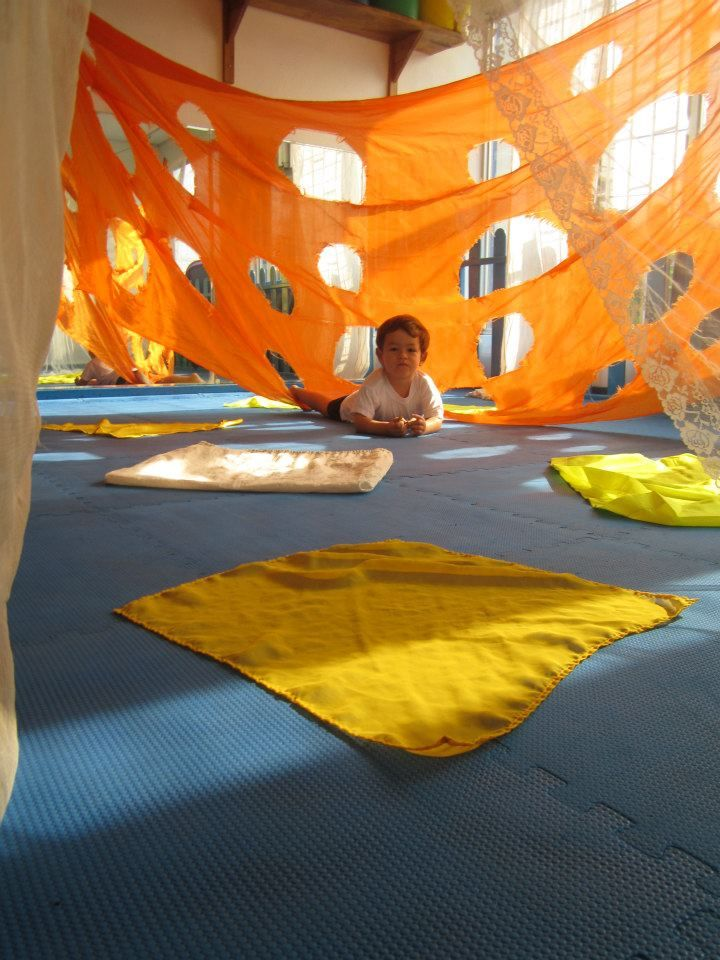 Creating a fort that lets babies explore light and shadow. #reggio #toddlers #earlylearning