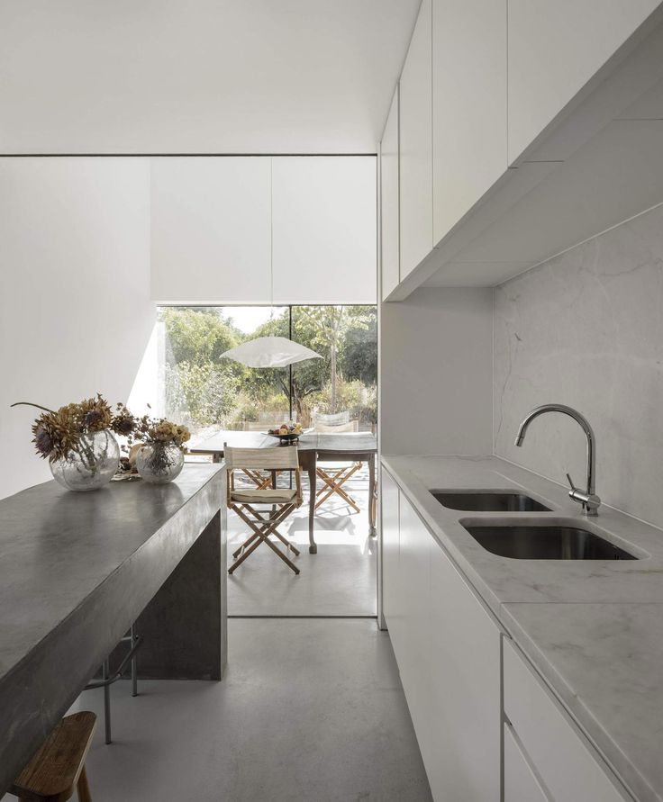 Red House in Setúbal, Portugal by EXTRASTUDIO   Yellowtrace