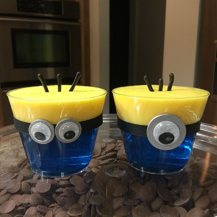 Minion pudding/jello cups by @simplysweetbyhelen (Instagram) More