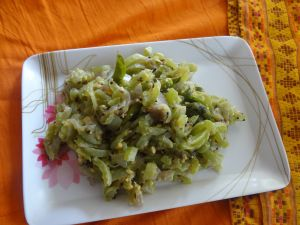 snake gourd side dish   Ingredients: 1&1/2 cup tender snake gourd (chopped) 1/2 medium sized onion (finely chopped) 1/2 tspn mustard seeds 1 tspn cummin seeds 1 green chilly 1 sprig of curry leaves 1 tblspn roasted grams powder(coarsely ground) Salt to taste