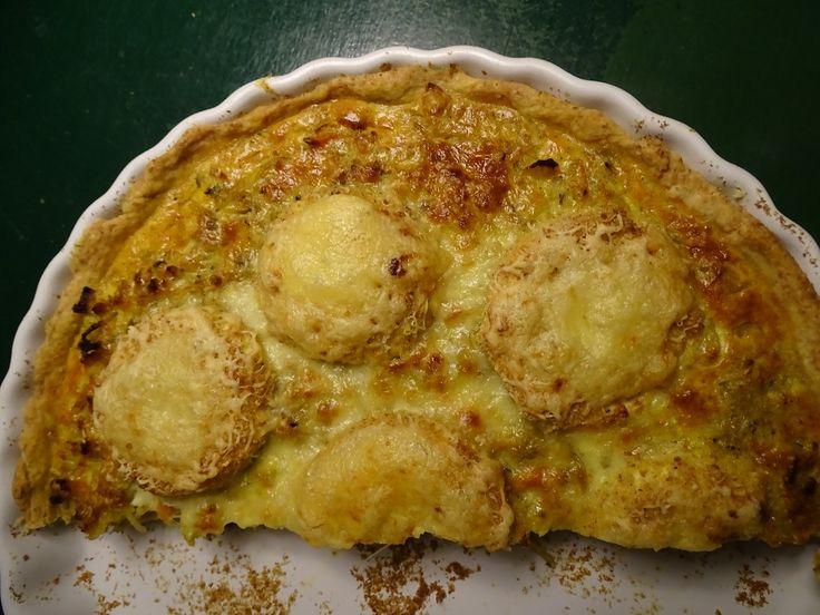 Tærte med løg , æbler og ost