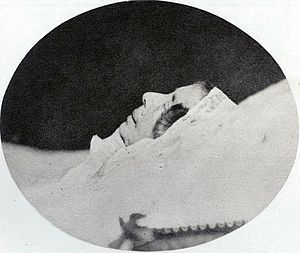 Désirée Clary sur son lit de mort. Elle fut la maîtresse de Bonaparte avant de devenir l'épouse de Bernadotte et donc reine de Suède. C'est la seule image photographique qui la représente.