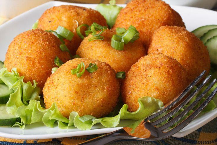 Maradt krumplipüréd tegnapról? Használd fel a fűszeres sajtgolyókhoz!