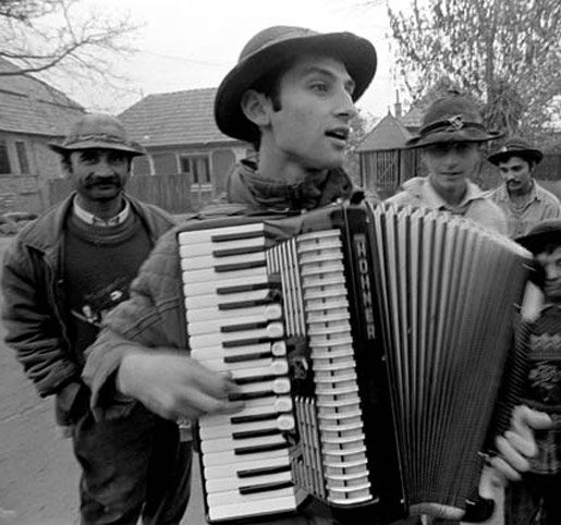 A Kalderash countryside musician from Romania. The end of the 20th century.