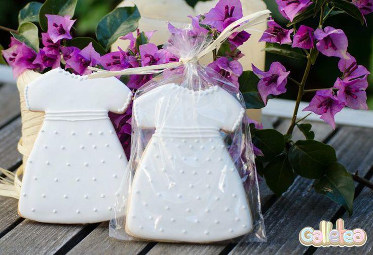 Vestido de comunión blanco con detalles,en bolsa. Diseño propio. http://www.galletea.com/galletas-decoradas/
