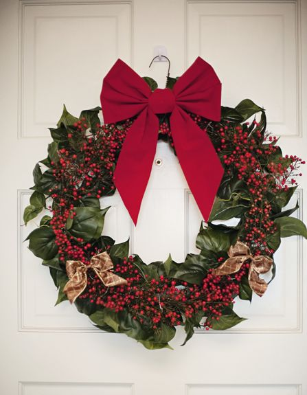 All you need to do is look around your house or yard and there are plenty of things you can turn into a beautiful homemade holiday wreath.  Pretty cool, eh?  In case you didn't know, I'm a huge fan of the Nate Berkus Show, which unfortunately I just heard is being cancelled.  Why?  I mean, …