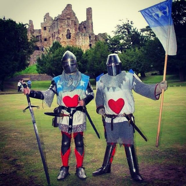 Two knights at #Dirleton Castle. Their livery suggests they either fight for or are Douglas's after the death of Robert the Bruce. It is his heart that they wear. Jamie, the Black Douglas, was one of the Bruce's best friends and two most trusted lieutenants. He promised to carry Bruce's heart into Crusades to make amends for killing the Red Comyn on a church altar. #history #Scotland