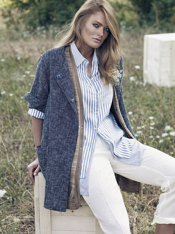 Délavé-effect yarn-dyed basket-weave jacket, without collar, hidden press-stud fastening and patch pockets on the sides.