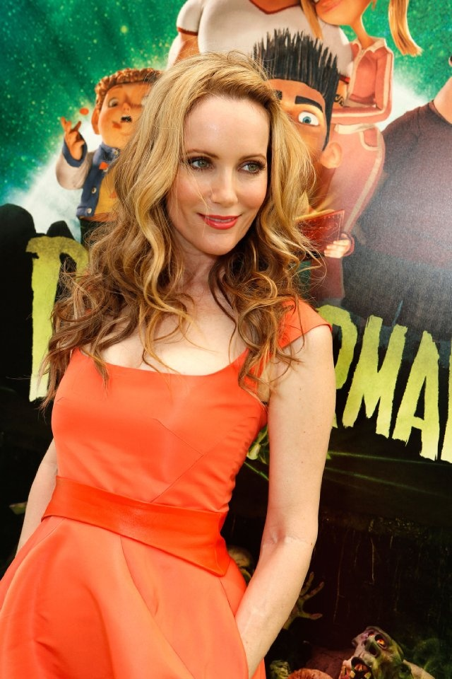 Love her hair, waves and pinned back bangs - Leslie Mann