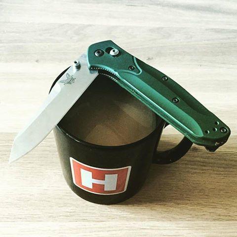The Benchmade Osborne 940 Pocket Knife with Heinnie Haynes Mug
