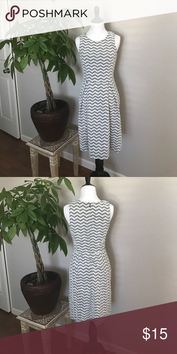 PRE-BLACK FRIDAY SALE!! Dress! Beautiful dress!gray and white 41 Hawthorn Dresses