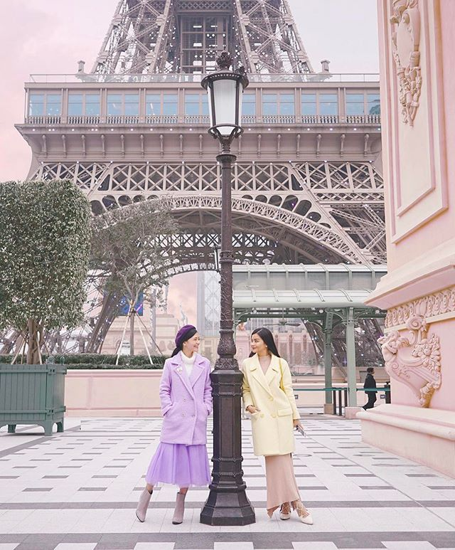 Tag your best friend 👯 Twinning in pastel coats at @Parisian_Macao ✨#parisianmacao