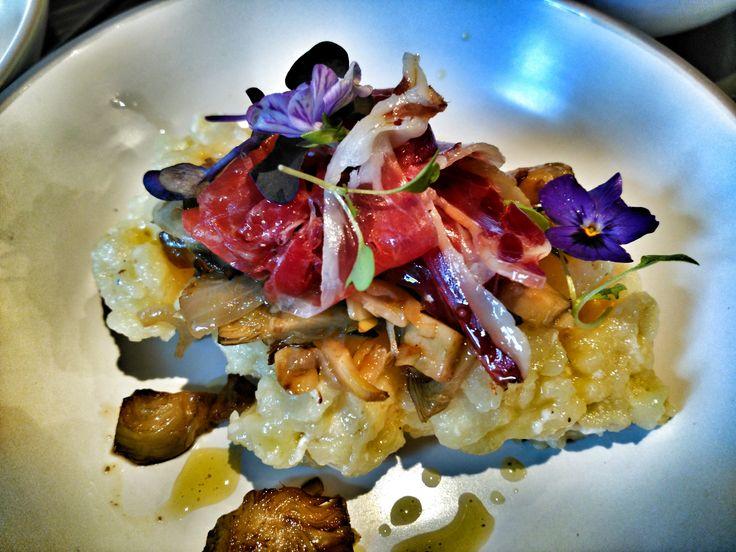 Espectacular y riquisima versión de @victorsobejano @sobejanocatering de los huevos rotos. Chef. Gourmet. Madrid. Catering. goodforyou
