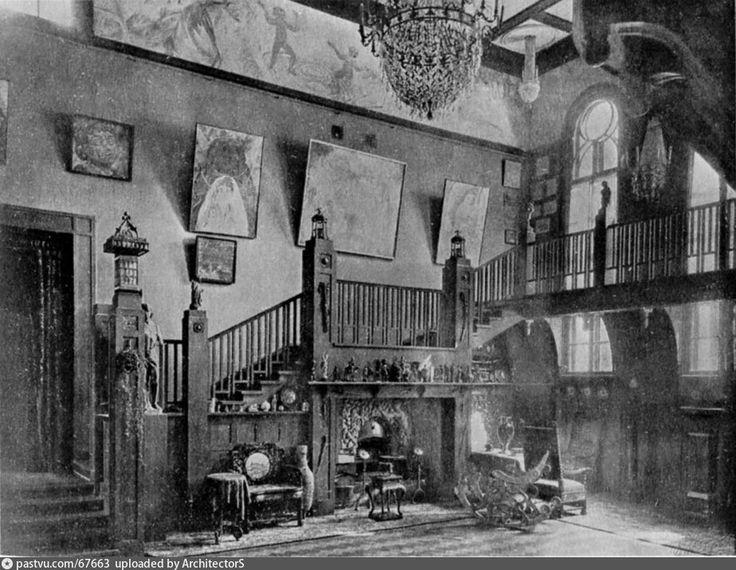 Фотография - Вилла Чёрный лебедь. Ореховая лестница над Японским камином. - Фотографии старой Москвы