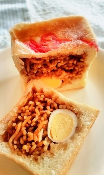 パンやケーキもあるんです♪鳩サブレーでおなじみ「豊島屋」で見つけた ... 他にも四角い焼きそばパンなど、