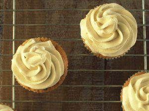 FAST VANILLA BUTTER CREAM FROSTING | Snelle vanille botercrème frosting