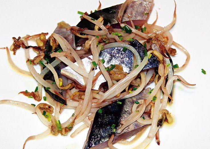 """""""Sgombro affumicato con germogli di soia"""" dello chef Vincenzo Cammerucci del Ristorante Camì di Savio di Cervia (RA)  #lamadia #lamadiatravelfood #food"""