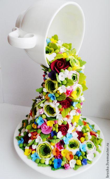 Выливающиеся цветы из кружки. Handmade.