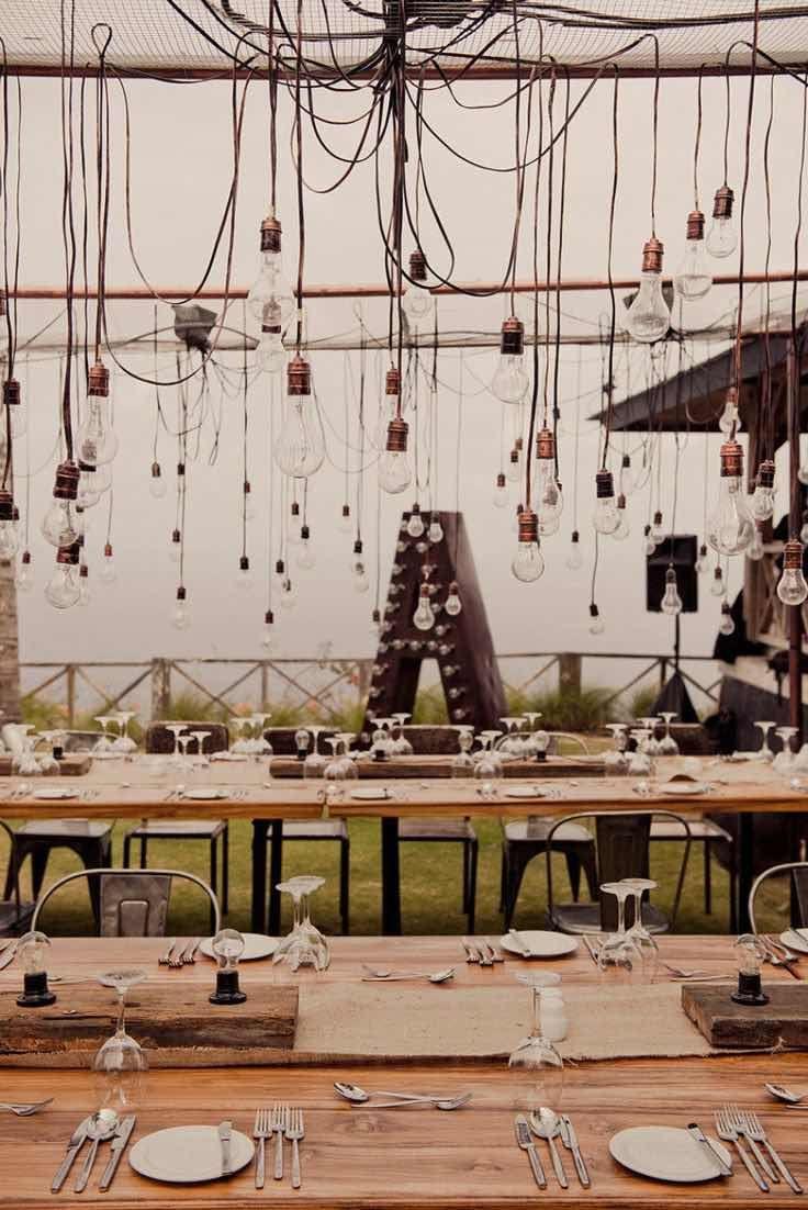 Perfecta iluminacion para una boda industrial rustica