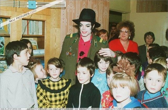 """""""As pessoas que me chamam de louco são invejosas. Nunca fiz nada de mal. Vou a hospitais e orfanatos onde levo sacos cheios de brinquedos. Gasto milhares de dólares com isso. O que é que isso tem de tão louco?""""   -Michael Jackson - Em entrevista à TV Guide"""