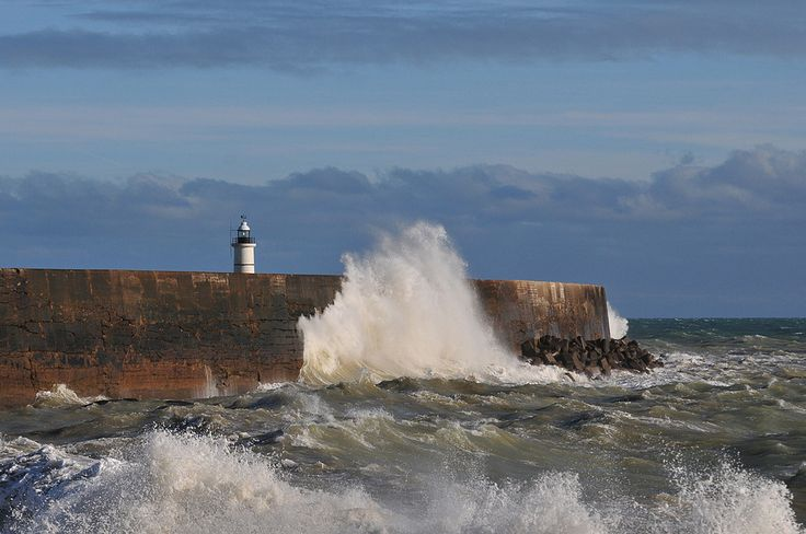 Newhaven harbour Wall