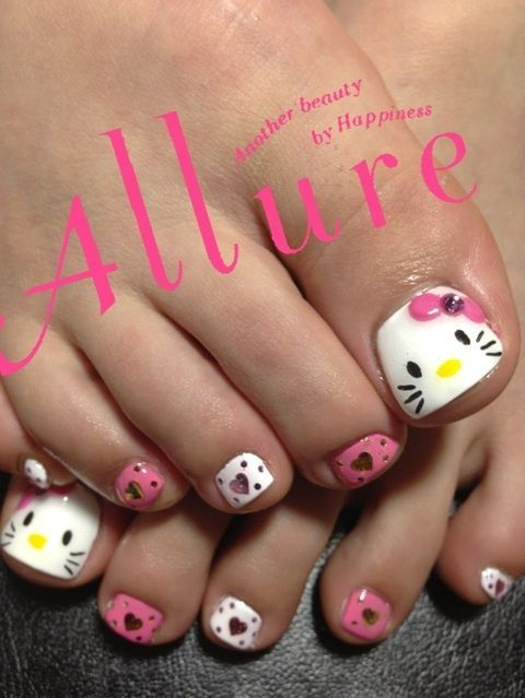 Hello Kitty foot #nail #nails #nailsart I know some girlies that would love these!