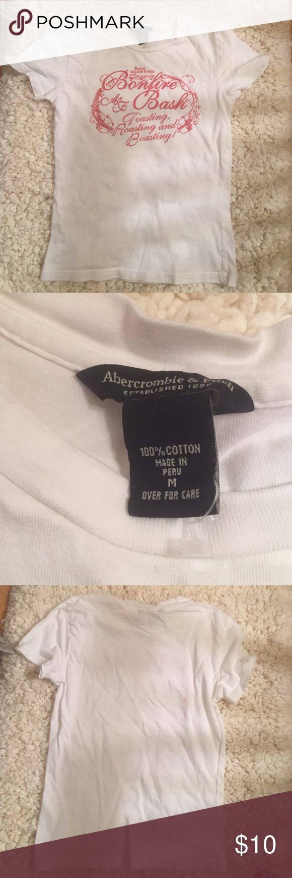 Cute women's Abercrombie and Fitch t-shirt... Never been worn in excellent condition Abercrombie & Fitch Tops Tees - Short Sleeve