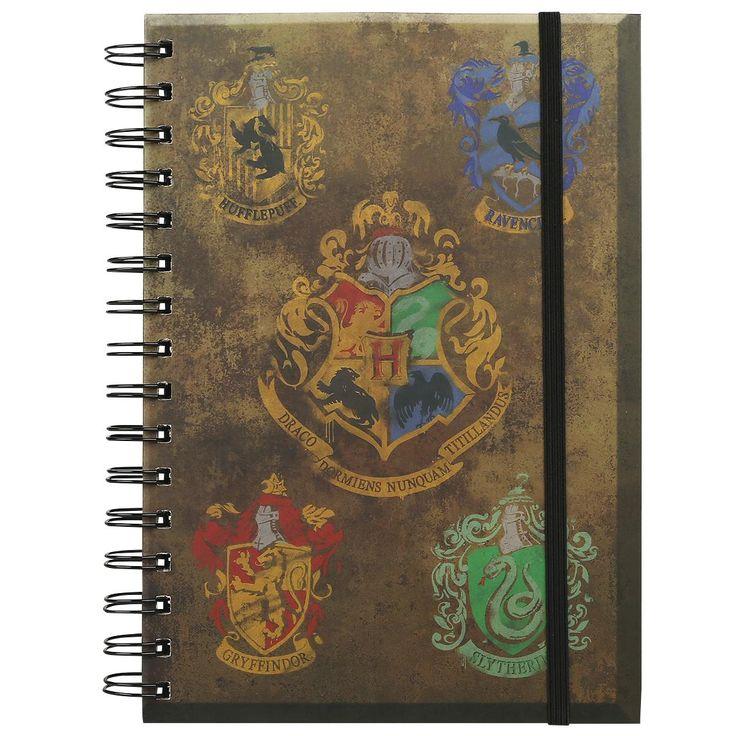 Harry Potter - Crests  - Notizbuch - DIN A5 - mit Spiralbindung - 90 Seiten - liniert  Harry Potter ist Kult – genauso wie die vier Hogwarts-Häuser, die in den Filmen und Büchern vorgestellt wurden. Die Liebe zu der magischen Welt rund um die Zauberschule kannst du mit diesem Notizbuch zeigen. Kritzele deine eigenen Zaubersprüche und Rezepte für den nächsten Zaubertrank in das Buch mit einer schönen Crests-Optik. Die linierten Seiten werden dir mehr als genügend Platz für deine eigenen…