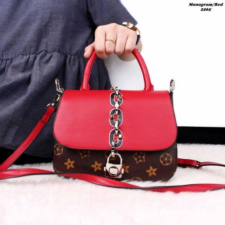F•NEW ARRIVAL❤Louis Vuitton Runway Chain It Handbags #2265  Price IDR 265.000 Size: 20x14x6 Bahan: Kulit Damier  Berat: 600gr Quality: Semi Ori Colour: Monogram(Black,Red) ��LV Chain It adalah koleksi terbaru dari brand ternama LV,dibuat dengan bahan terbaik 1:1��KUALITAS DIJAMIN�� *Harga belum termasuk ongkir  #fashionblogger #fashionshow #fashionista #fashionable #fashionweek #fashiondiaries #model #beauty #photooftheday #instagood #cute #look #style #accessories #classy #makeup…