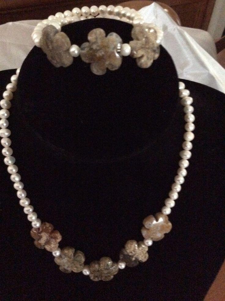 Flores de agata y perla natural. Colgante 25€ y pulsera 15