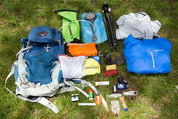 What to pack on a hike? Our day hike gear for a backcountry trail