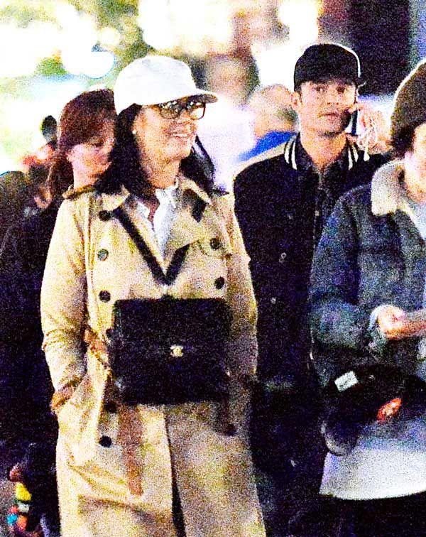 Katy Perry y Orlando Bloom disfrutaron de un día en Disneylandia. La pareja de moda en Hollywood lo pasó en grande disfrutando de la atmósfera y de los paseos del parque temático.