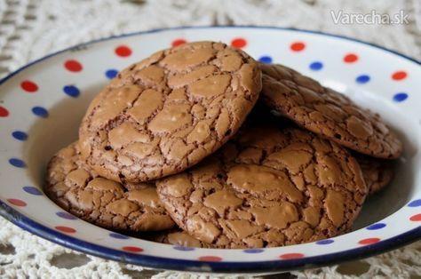 Chrumkavé kúsky čokolády a orechov rozplývajúce sa na jazyku ... aj vy na ne máte chuť? Nech sa páči, za polhodinku sú na stole! ;)