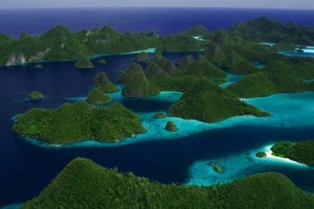 I really hope I can make it all the way to Indonesia to see the Raja Ampat Islands.  More Indonesia images at http://travel.nationalgeographic.com/travel/countries/indonesia-photos/#/borododur_6768_600x450.jpg