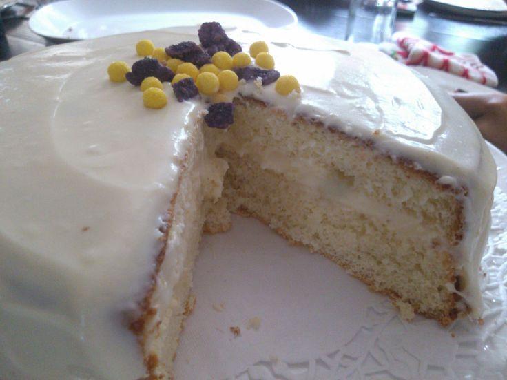 アメリカ風のスポンジケーキも作ってみたくなりました。 同じくお砂糖も少し控えて、フロスティングは半分の量でデコ…