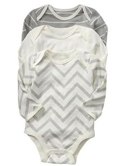 Gender Neutral Baby Onsie that would be easy to make, can't go wrong with chevron, stripes or polka dots ;)