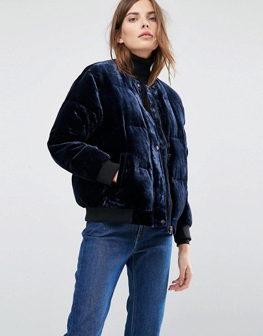 I love this navy blue velvet quilted cropped coat for cozy winter look