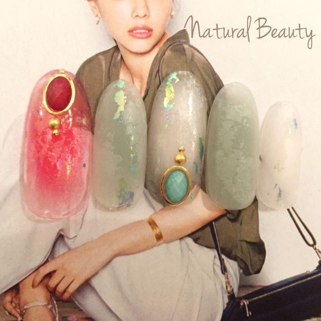 ネイル 画像 Natural Beauty 赤坂 1605322 緑 赤 白 アンティーク エスニック チーク ホイル 夏 ソフトジェル ハンド ミディアム