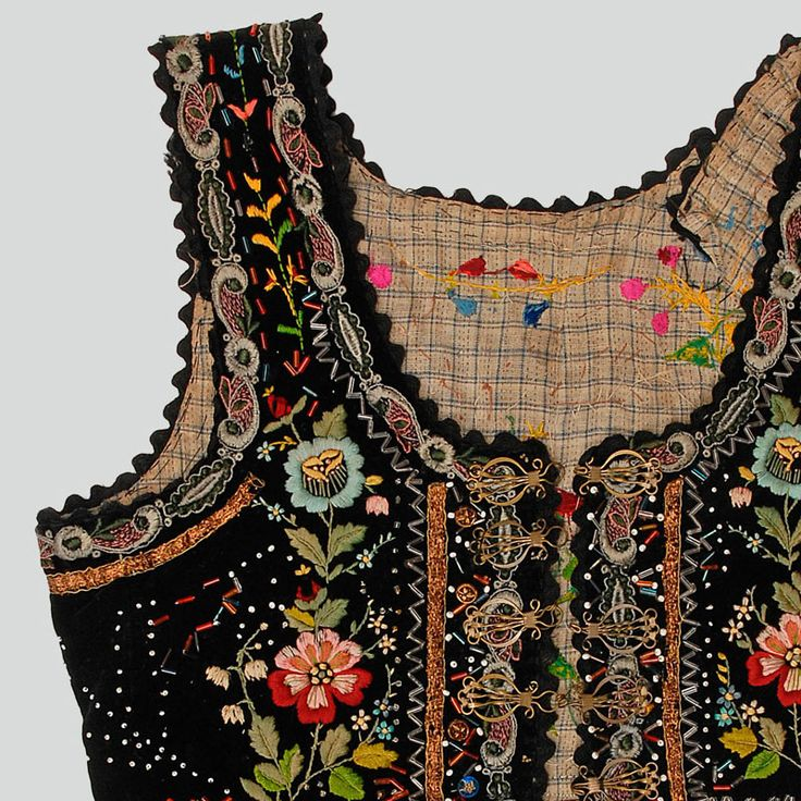 ++ POLISH EMBROIDERY ++ Womans bodice of black velvet . Decorated with haberdashery trimmings, buttons, beads, sieczka rough beads and embroidery. Pleated at waist. Trimmed with black tape. Fastened with hooks and eyes. Hand and machine-sewn.  Western Krakowiak Folk, Wielka Wieś, P. Kraków, 1915-1930 (?)