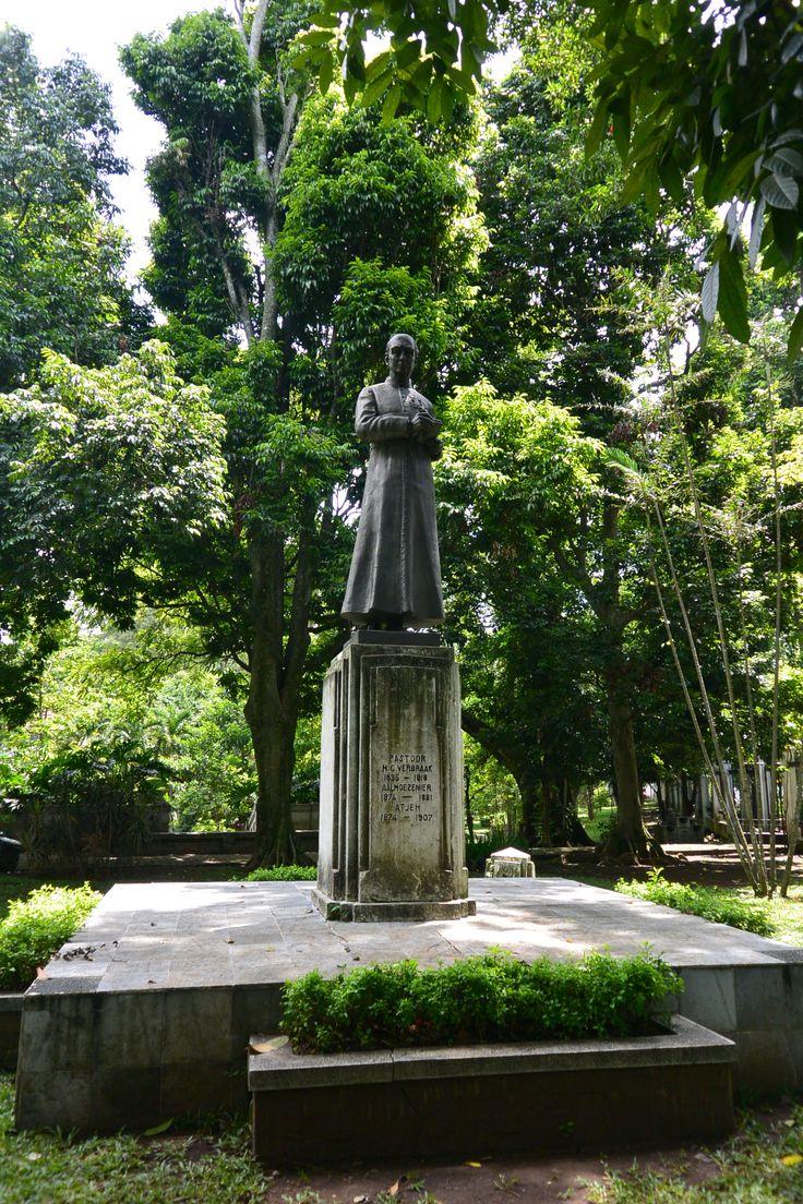 Pastor Verbraak statue, Taman Maluku