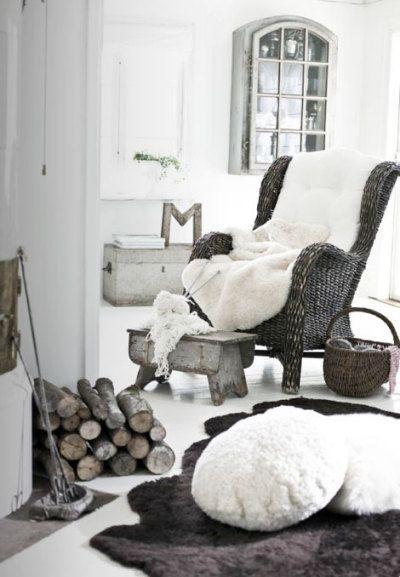 maison en hiver, fauteuil d'hiver, tapis de bête, winter home, feu de cheminée, bûches