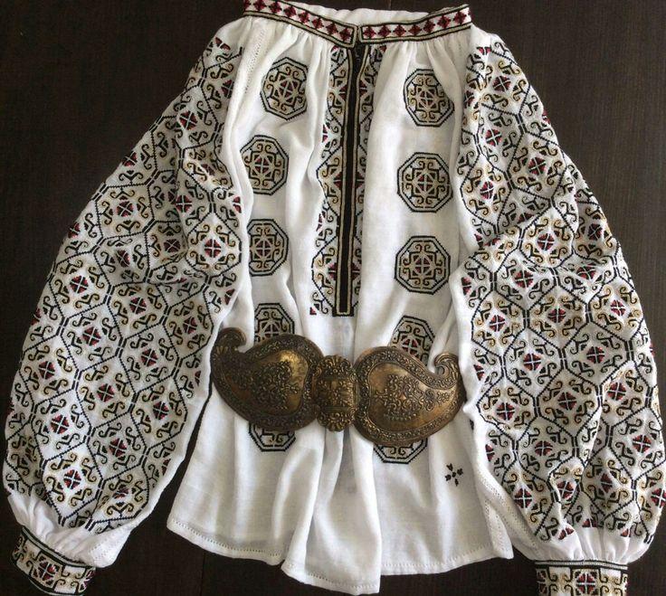 Romanian blouse. Handmade by Caro Birzaianu
