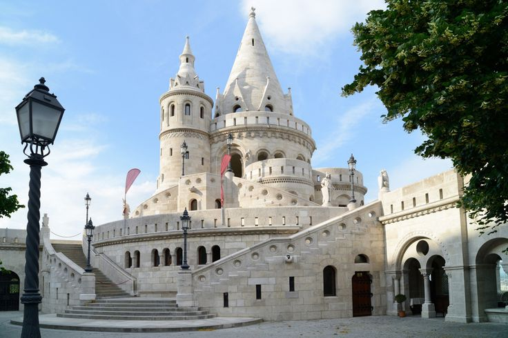 Fisherman's Bastion is a terrace in neo-Gothic and neo-Romanesque style situated on the Buda bank of the Danube, on the Castle hill in Budapest, around Matthias Church #trivo