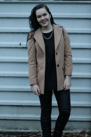 Grunge outfit mit camel coat mantel mode deutsch mehr auf dem blog www.modewunsch.de