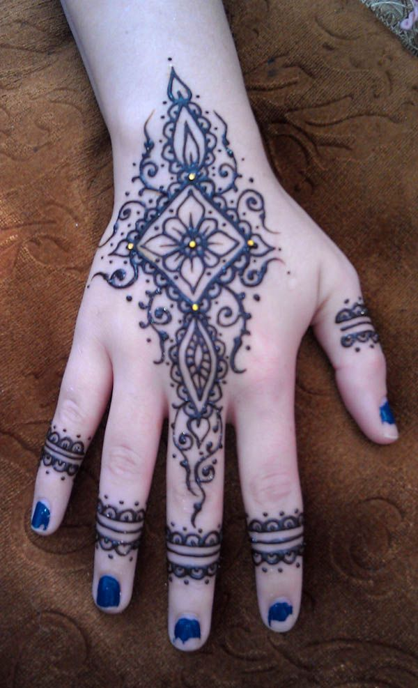 Henna Hand with Crystals  too bad she didn't fix her nailpolish before the pic lol