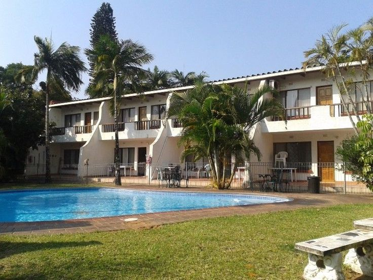 Villa Mia is priced right for Families with school Going Children. The main room has a double bed and the second bedroom two bunk beds. This is a ground floor unit with an outside patio and braai area that is part of the garden. The room has a well fitted kitchen with a oven stove and new fridge and deep freeze.