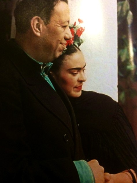 Frida Kahlo and Diego Rivera... this photograph just shines with love and tenderness.